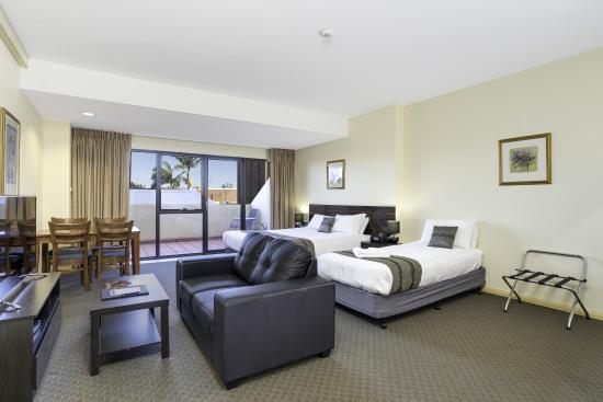 Quality Suites Boulevard On Beaumont : Triple Studio Apartment