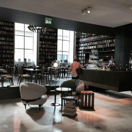 B2 Boutique Hotel + Spa: Library lounge