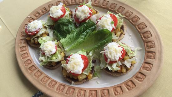 Villa Azalea - Luxury B&B: Pancake breakfast, chicken ravioli in poblano sauce, fresh tomato/cucumber, basil salad, sopas w