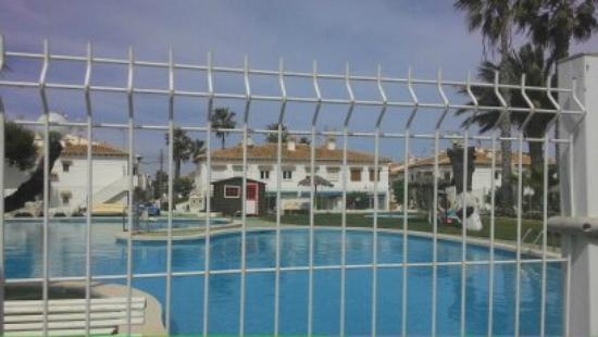 Pool bar kuva bar piscina lago jardin 1 torrevieja for Bar piscina lago jardin 1