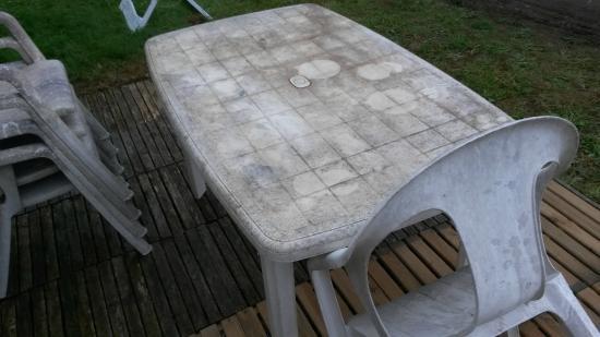 table de salon de jardin récupéré à la déchetterie - Picture of ...