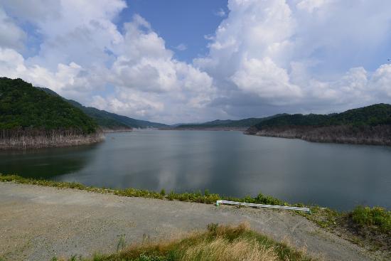 Sangen-kyo Bridge : ダムの事務所の所から、この辺りに見えるはずだが
