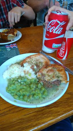 Goddards at Greenwich: Double pie & mash with peas & liquor