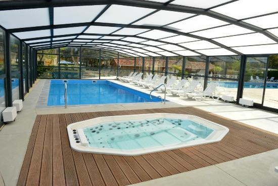 Nouvelle piscine couverte et chauff e et son jacuzzi for Camping aquitaine avec piscine