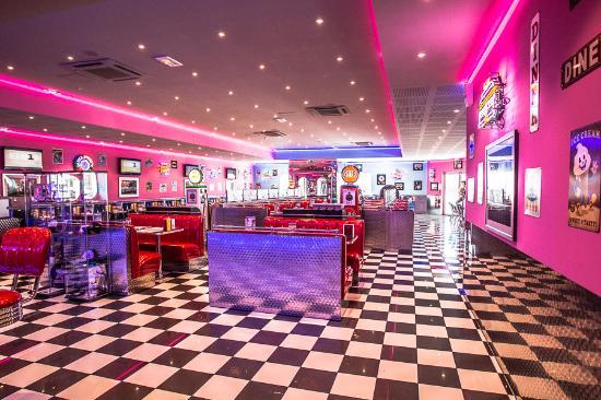 Memphis Coffee Dijon Chenove: 140 places assises - espace climatisé