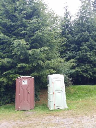 Clallam Bay, WA: Inside and outside the cabin, and the toilet and shower.