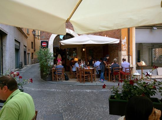 Ristorante Osteria Dal Cavaliere: From the street