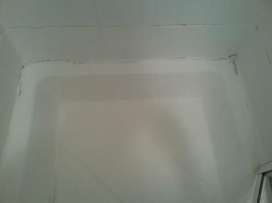 Boscombe Reef Hotel: Poorly maintained shower cubicle 1