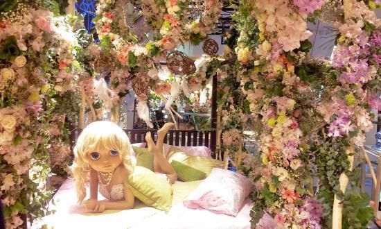 Central Chidlom: มีจัดงาน ตกแต่งด้วยดอกไม้ทั้งห้าง สวยมาก