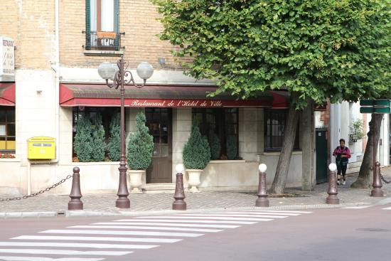 Restaurant picture of restaurant hotel de ville aulnay - Aulnay sous bois piscine ...
