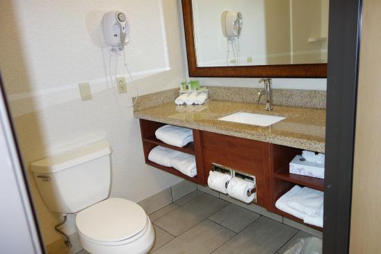 Holiday Inn Express Berkeley: Bathroom