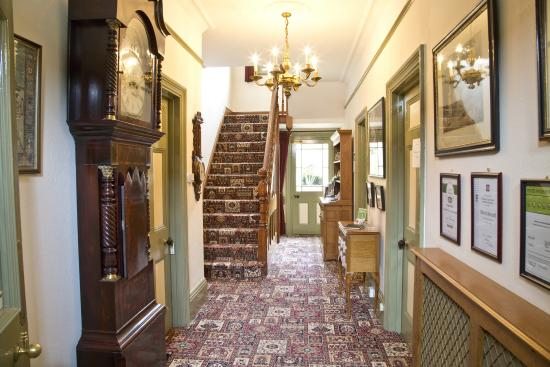 Banbury Cross Bed & Breakfast: Reception - Entrance Hall