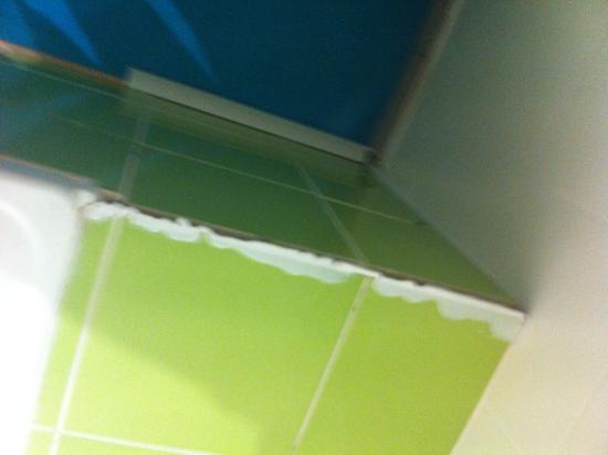 Finition de la salle de bain foto di hotel de la plage for Finition de salle de bain