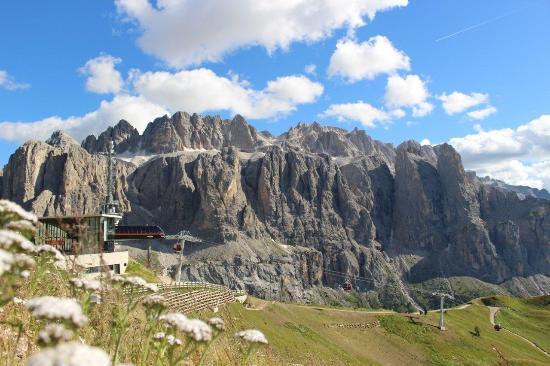 Cabinovia Dantercepies: stazione di monte e gruppo sella