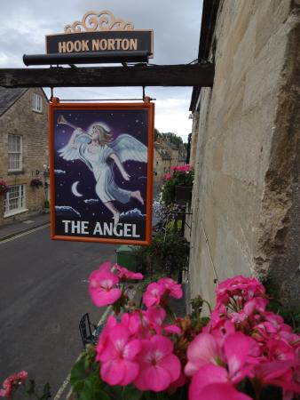 The Angel at Burford: Outside view