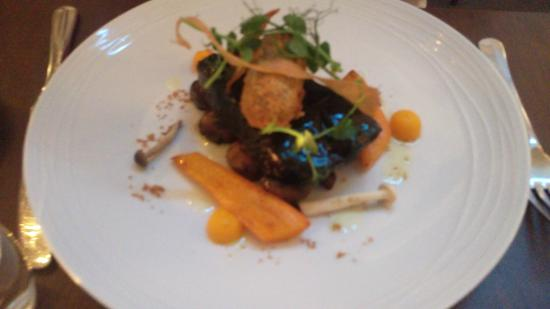 Les Gourmandises: Slow cooked beef , braised carrots , mushrooms & smoked Gubbeen lardons