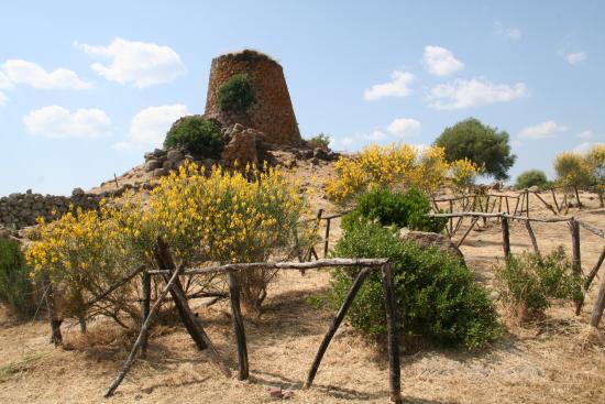 Parco Archeologico Di Suni Nuraghe Nuraddeo