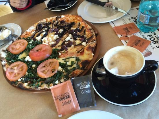 Col'Cacchio: Amazing Pizza and Cappuccino