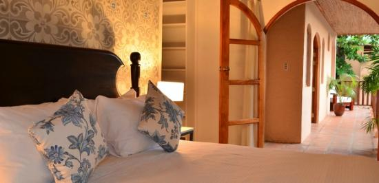 Casa Lucia Boutique Hotel & Yoga Retreat: Heliconia Suite - King Bed