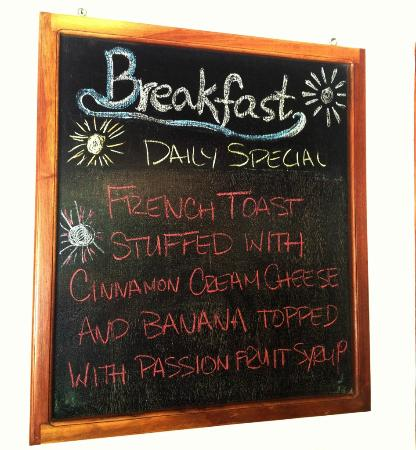 Casa Lucia Boutique Hotel & Yoga Retreat: Cream Cheese French Toast with Passion Fruit Sauce