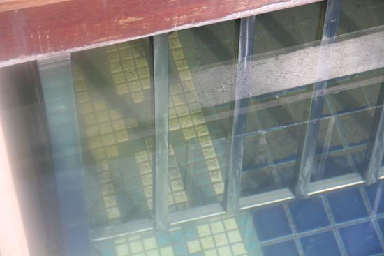 ITC Grand Bharat, Gurgaon - a Luxury Collection Retreat: Design Flaw ensures pool cannot be cleaned!