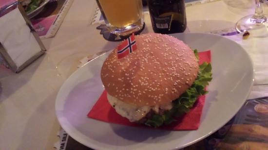 Hamburger - Picture of PinUp Pub, Volpago del Montello - TripAdvisor