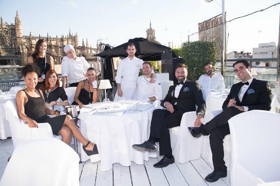 Atardeceres m gicos con el personal de la terraza de eme - Terraza hotel eme ...