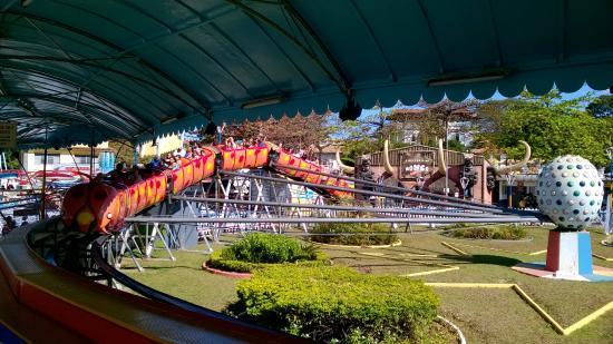 Parque Guanabara: Um dos brinquedos do parque, o Minhocão