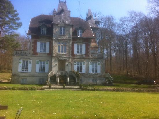 Ermitage de la Fontaine des Roches : Façade de l'Ermitage