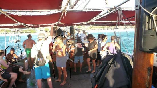 Moomba Beach Bar & Restaurant: The scammers/thiefs at moombas beach
