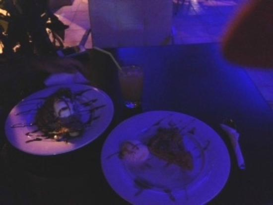 Sydney Bar: I dolci: crepe e torta di mele