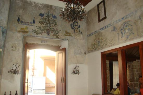Mediterra Art Restaurant : walls in the restaurant