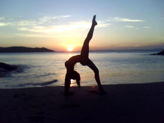ásanas ao pôr-do-sol na praia da Azeda Búzios - Picture of Yoga Ways ... 2875c47ad6