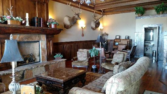 Antlers Inn : Upstairs common Area/room