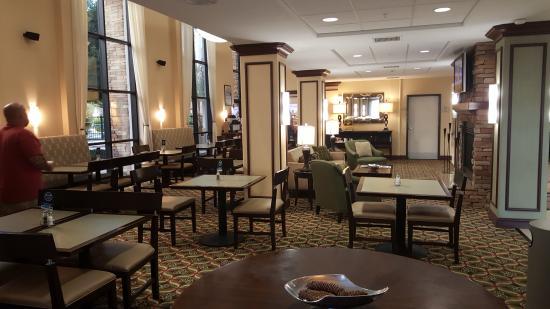 Holiday Inn Express Hotel & Suites Phoenix-Glendale: Lobby sitting area