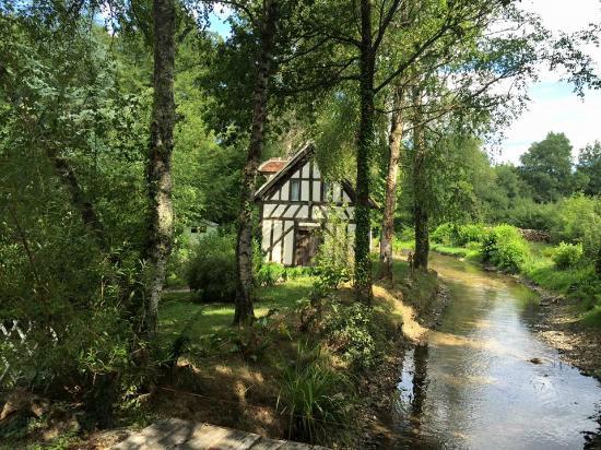"""Souesmes, Frankrijk: Onze """"kamer"""" annex Hans en Grietjes huisje"""