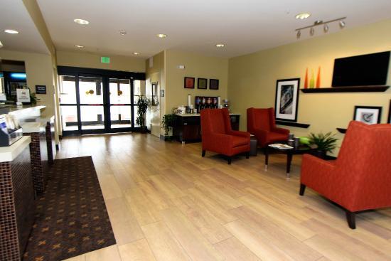 Hampton Inn & Suites Denver-Speer Boulevard: Hotel Entrance Lobby