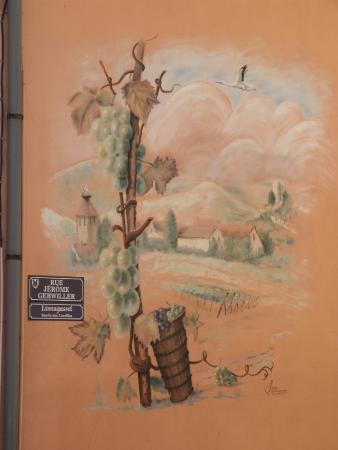 A la porte haute: Décoration façade de côté La Porte Haute
