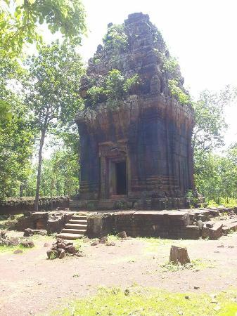 Koh Ker Temple: prasat Neang Khmoa temple