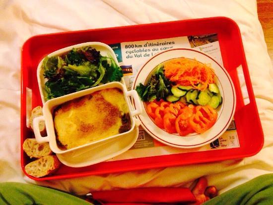 Ibis Angers Centre Château : Il cibo è buono, nella media non aspettatevi niente di che ma la colazione è abbondantemente e m