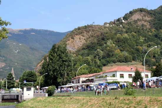 Vittorio Veneto, Italia: S.Augusta sovrasta Serravalle -Fiera Osei 15agosto2015.