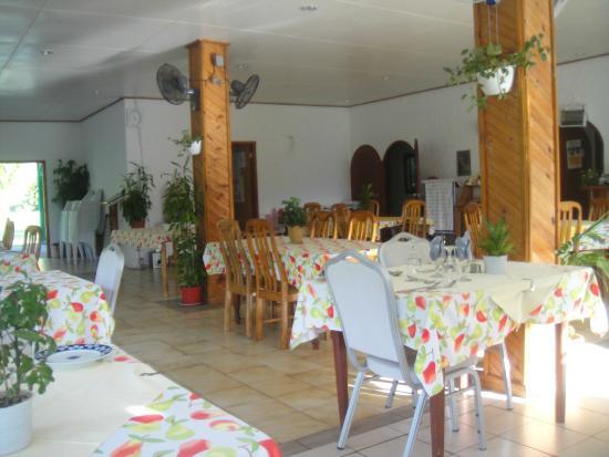 Le Reduit Restaurant : ресторан внутри довольно прост