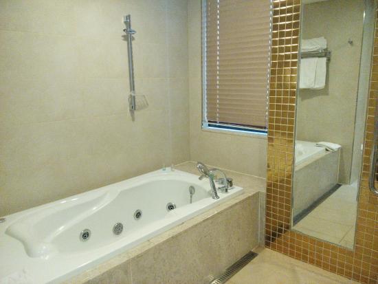 Pharos Tourist Hotel Whirlpool Bath
