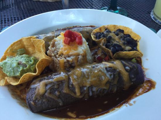 Coyote Flaco Restaurant: Vegetarian enchiladas with mole