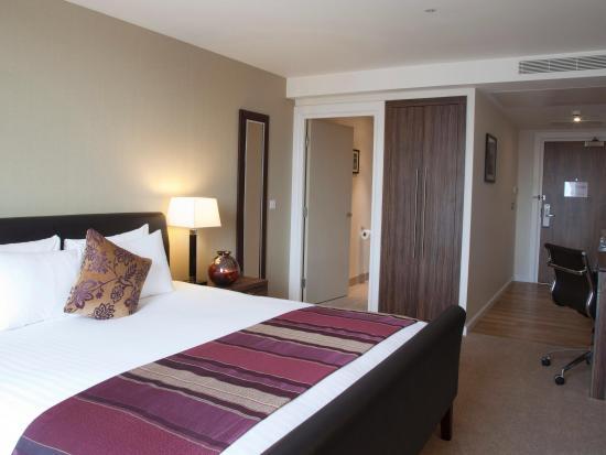 Staybridge Suites London-Stratford City: Room