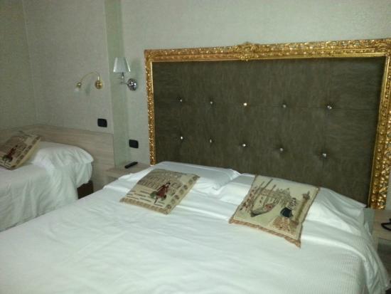 Canova Hotel: letto matrimoniale più singolo