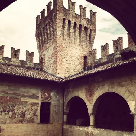 Castello di Malpaga: Visita guidata del 16/08/2015...bellissimo e interessante!