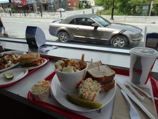 Chez Louis: Big portions...NICE car!