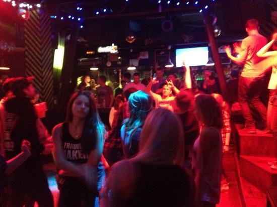 Ночной клуб вечером рестораны и ночные клубы саратова