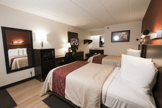 Red Roof PLUS+ Chicago Naperville: Deluxe 2 Full Beds